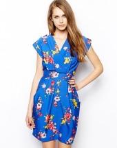 Robe tulipe style cache-cœur à imprimé fleurs estivales Closet sur Asos 47,76 €