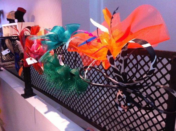 chapeaux-bibis-colorés-fantaisie-mademoiselle-chapeaux-mariage-9.jpg
